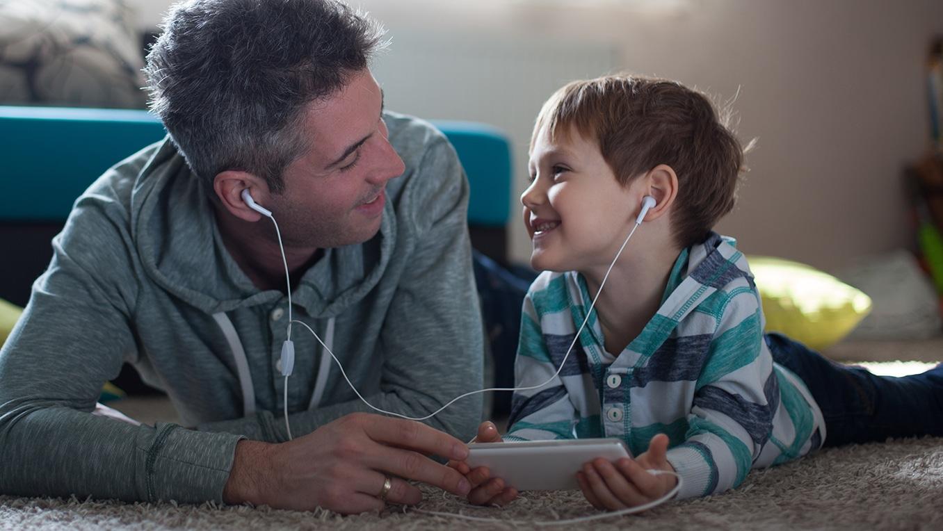 Audiolibri per bambini, libri illustrati e podcast: come scegliere?
