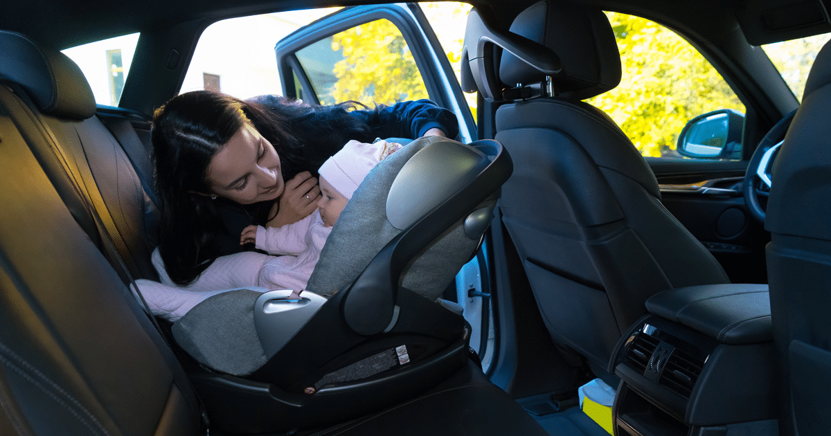 Ovetto in auto: come si monta in sicurezza?